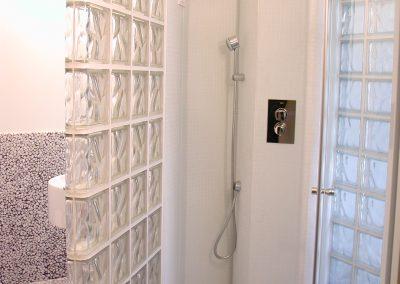 Преграда стена баня